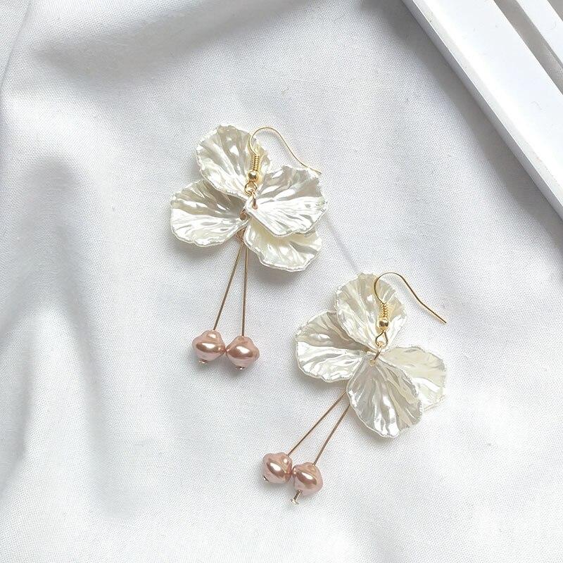 2019 Korean Fashion Petal Drop Dangle Earrings For Women Simple Pearl Earrings Wedding Party Vintage Gifts Bohemian Bijoux in Drop Earrings from Jewelry Accessories