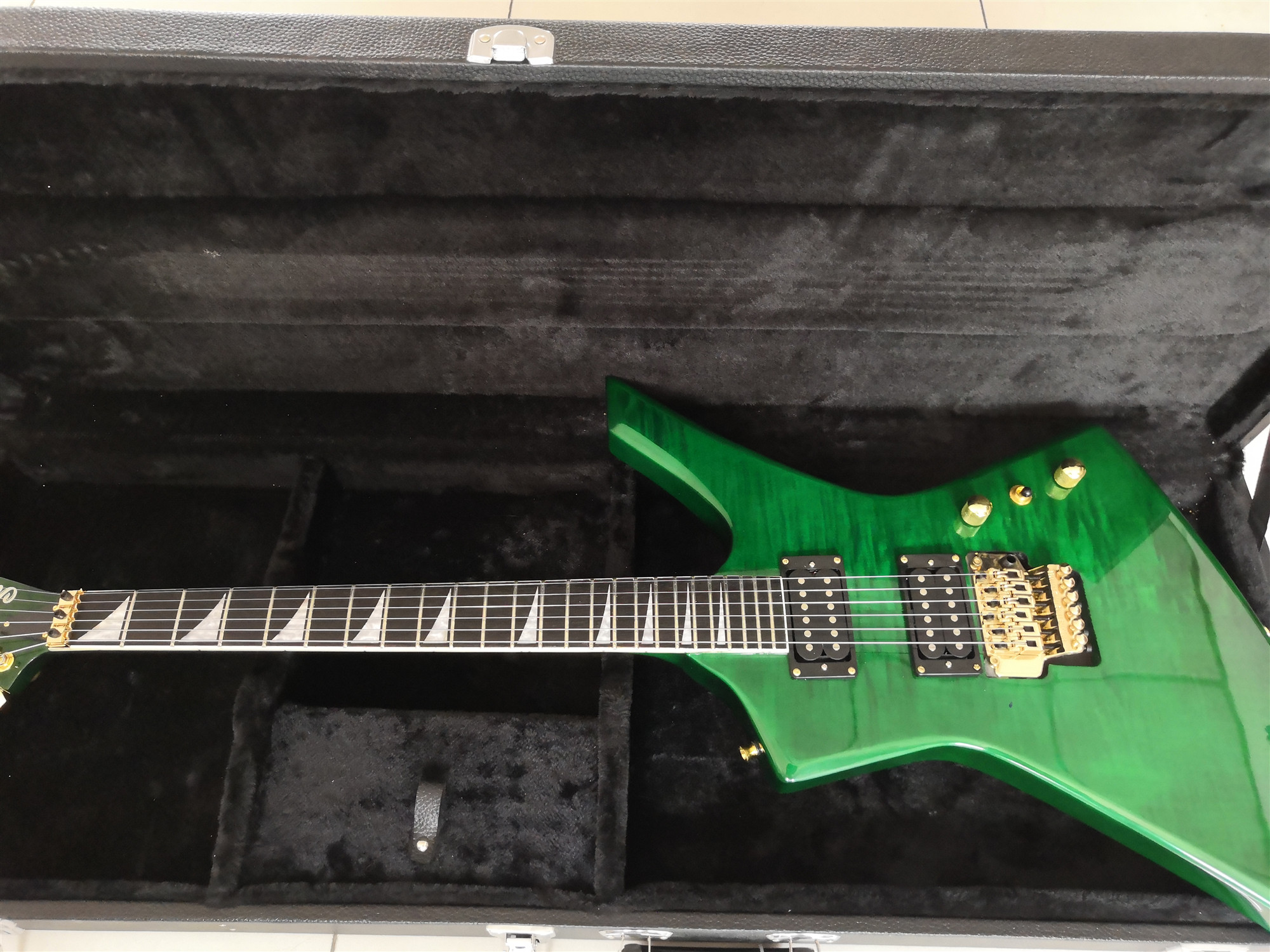 Custom Green electric guitar tiger striped maple on top HH Pickups golden hardwares.customized!Y-14(China)