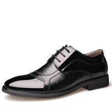 eb8bbb66d46 2018 Homme Plat Classique Hommes Chaussures Habillées En Cuir Véritable  Bout D aile Sculpté Italien Formelle Oxford Grande Taill.