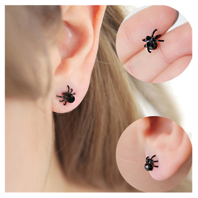 geekoplanet.com - The Spider Stud Earrings