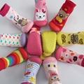 Venta al por menor 1 par de bebé con goma soles piso calcetín con animales niños / niños calcetines / del muchacho