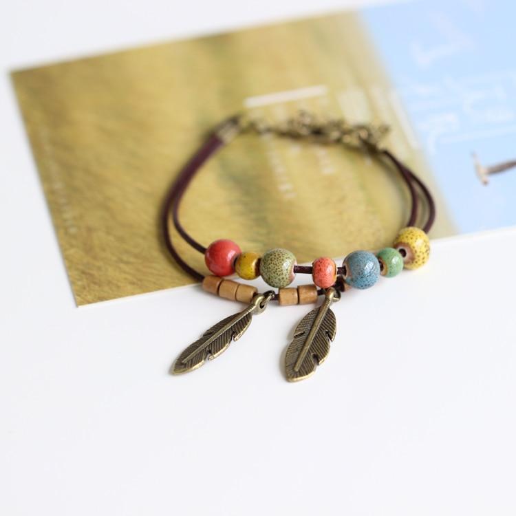 8b1b1626ffb8 Joyería de cerámica Pulseras y brazaletes nueva llegada Bohemia hecho a  mano cuerda pulsera de cuero para las mujeres Plumas patrón colorido Cuentas