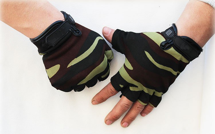 Summer semi finger gloves, non slip fishing, sports fitness men's sports fitness men's Gloves fitness gloves summer sun gloves riding sports black hawk military tactical cs special forces leather semi fingertips