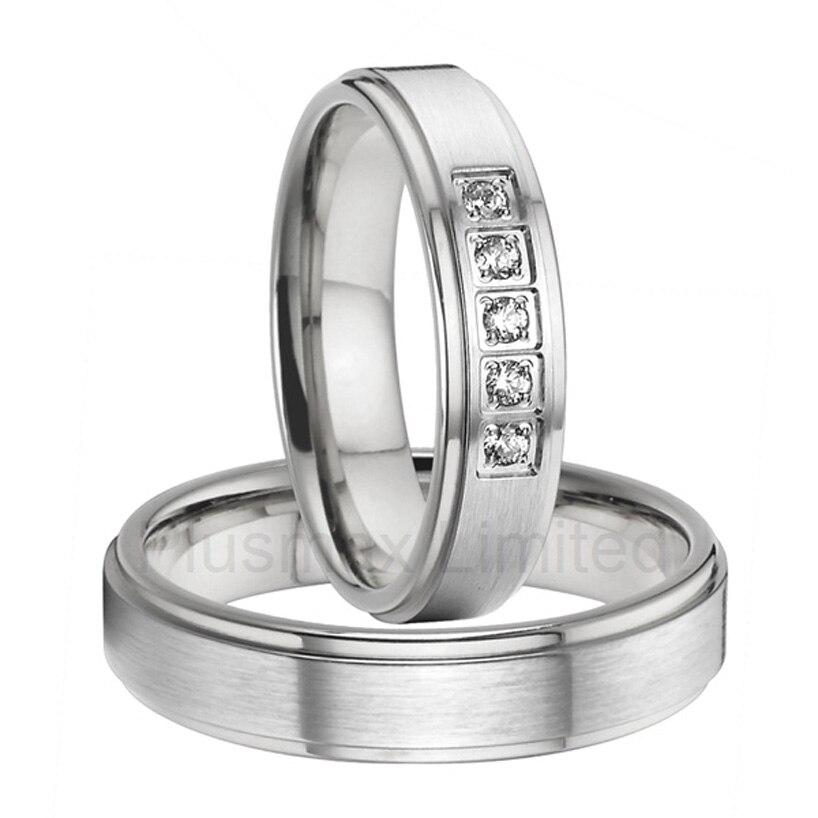Une paire de bijoux personnalisés livraison gratuite titane acier bande de mariage couple anneaux ensembles