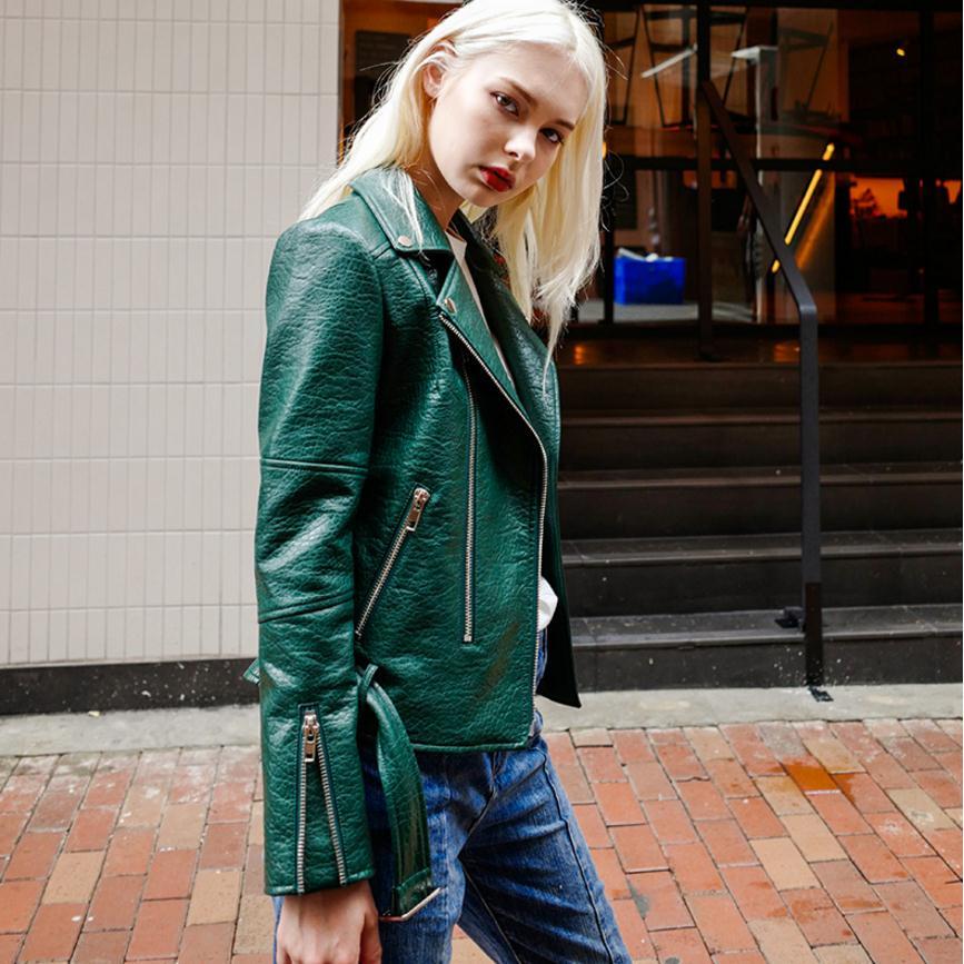 Fashion brand Burst crack fabric pu   leather   jacket female street style zipper stitching   leather   jacket with belt wj2877 dropship