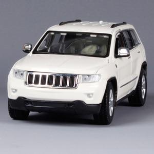 Image 2 - Maisto 1:24 Jeep Grand Cherokee SUV Diecast Modell Auto Spielzeug Neue In Box Freies Verschiffen 31205