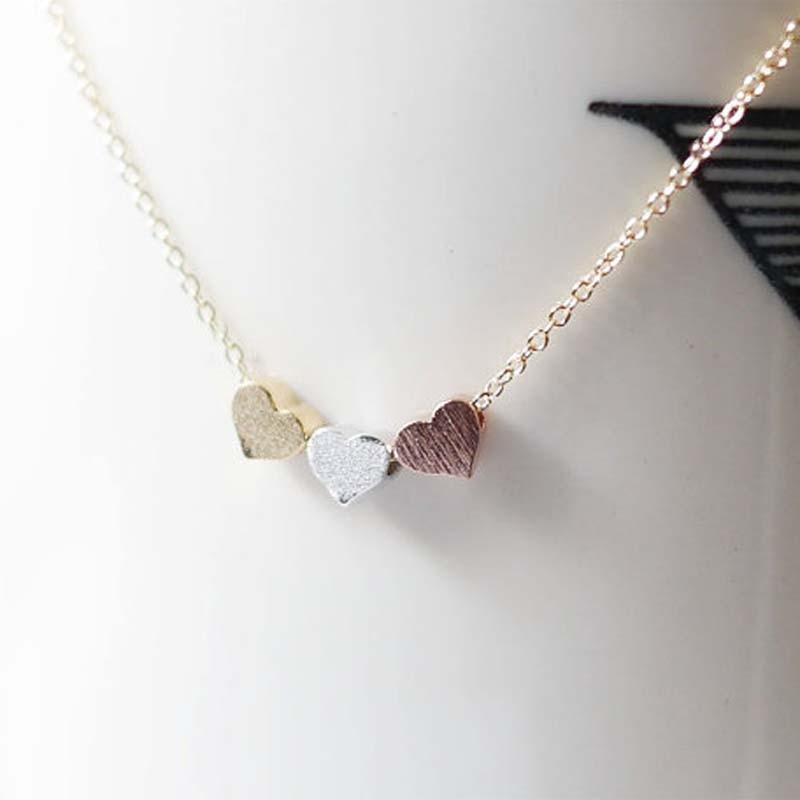 c7943f753db Tendance Minuscule Trois Coeur Courte Pendentif Collier Femmes Or Couleur  Chaîne Amant Dame Fille Cadeaux Bijoux De Mode Bijoux