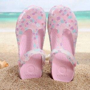 Image 3 - 夏の女性のミュール下駄ビーチ通気性メアリージェーンズスリッパベビー女性のサンダルゼリーの靴のためのかわいいプリント庭の靴女性
