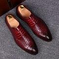 Diseño italiano del banquete de boda de la manera del mens transpirable zapatos de la armadura de cuero de vaca joven oxfords zapatos con cordones de punta estrecha zapatos masculino