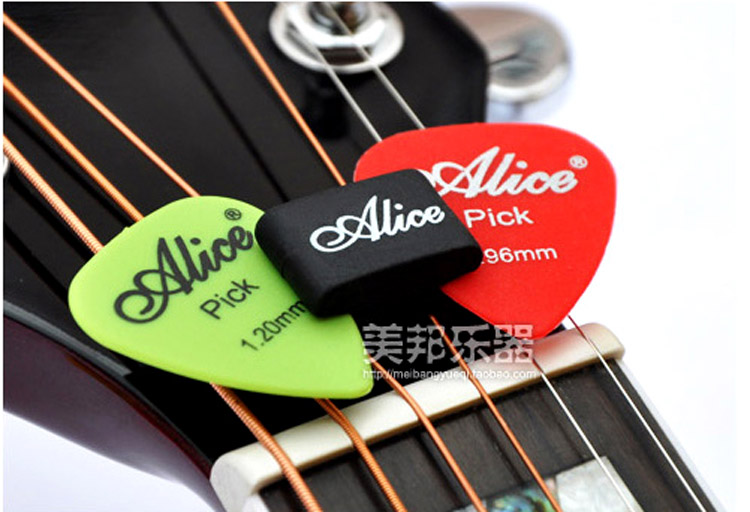 100pcs lot alice a010c rubber guitar picks plectrum strings holder clamp clip black in guitar. Black Bedroom Furniture Sets. Home Design Ideas