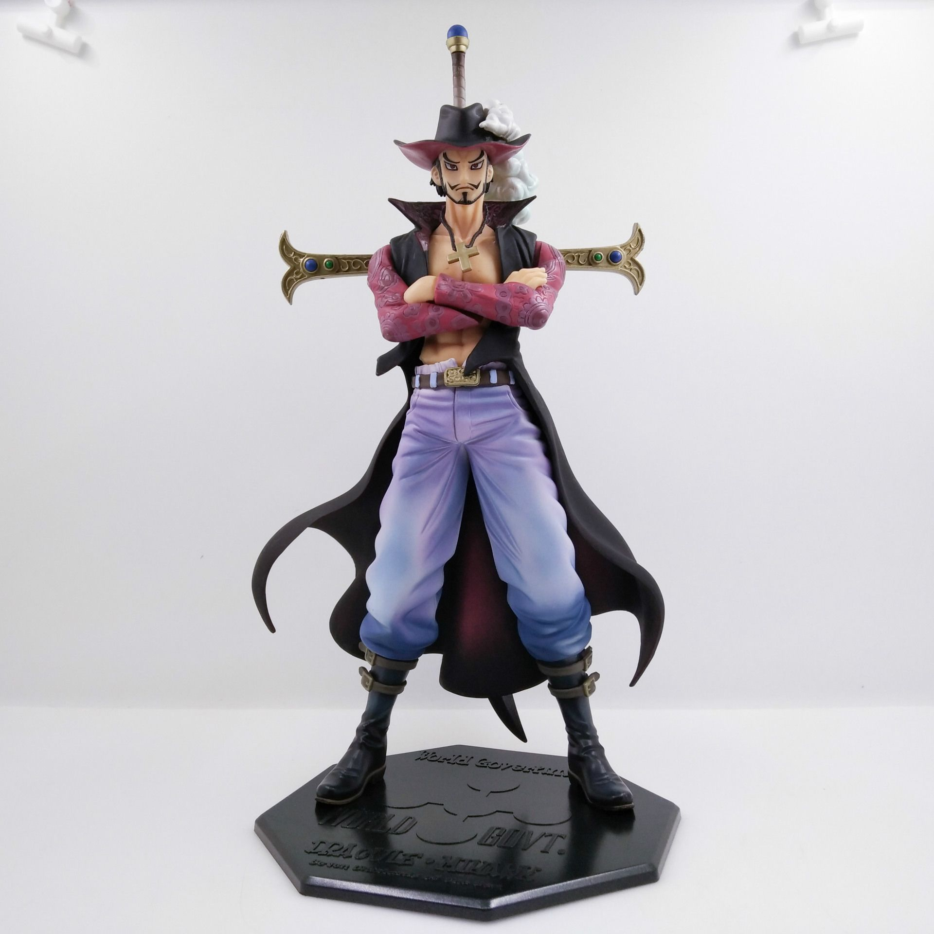 22CM pvc Japanese anime figure ONE PIECE Dracule Mihawk standing version action figure collectible model toys for boy one piece figure japanese one piece nico robin pvc 17cm action figures kids toys japanese anime figurine doll free shipping