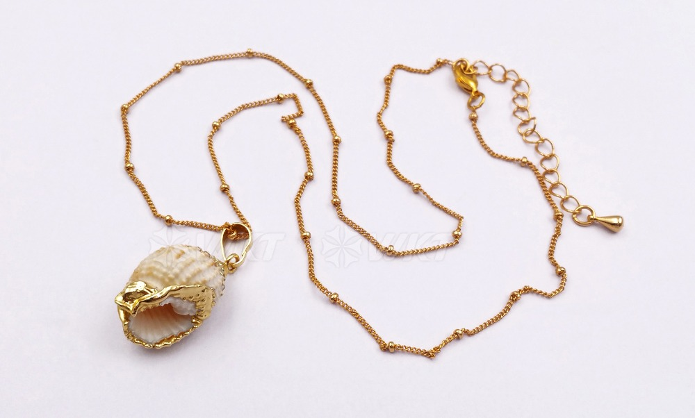 Natural trumpet shell jewelry white color shell with gold trim pendants random size shell pendant women shell necklace jewelry