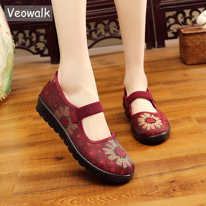 все цены на Veowalk Vintage Floral Embroidered Women Satin Mary Janes Buckle Flats Soft Comfort Ladies Casual Non-skid Shoes Mother Shoes