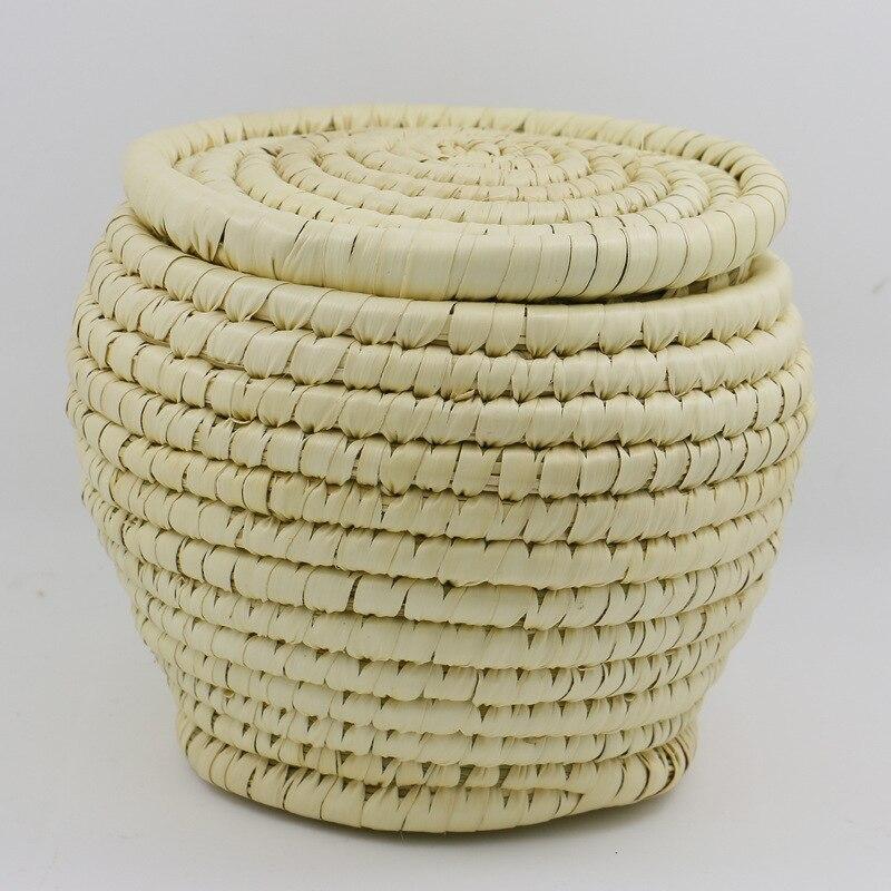 ウール・コットンを中心にナイロンとカシミアをブレンドしたバスケット織り は、ガーメントダイ(製品染め)加工をすることで、独特な色出しと風合いを醸し出します。