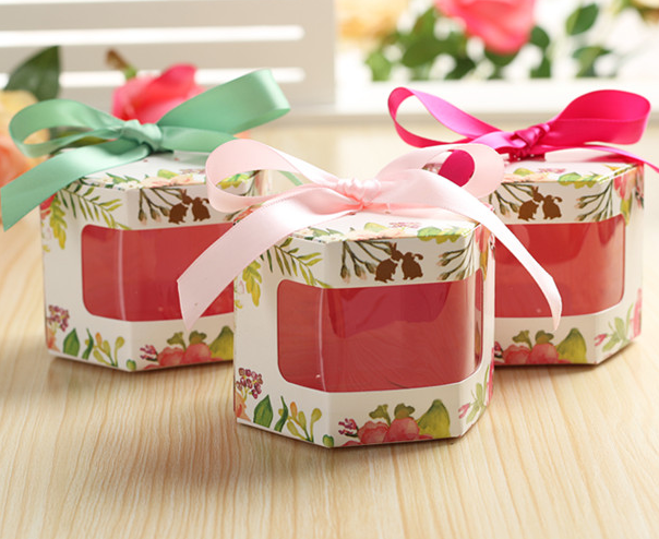 In Style Party Favors: 50 X European See Through Hexagonal Style Floral Wedding
