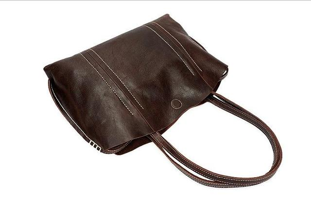 The new handbag is hand-made leather handbag with a retro one-shoulder bag and a top layer of cow leather bag.pinepoxp
