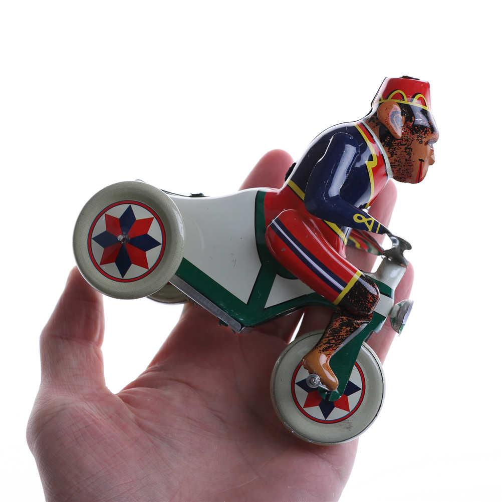 Vintage Wind Up Circus Monkey jazda samochodem mechaniczna blaszana zabawka zabawa kolekcjonerska retro wystrój domu