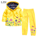LZH Girls Boys Clothes Kids Raincoats Set Hooded Raincoats Jacket + Pants 2017 New Spring Girls Clothes Sets Children's Clothing