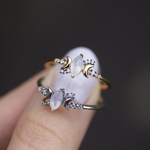 Female White Opal Moon Stone Ring Fashion 925 Silver Wedding Jewelry Promise Love Engagement Rings For WomenFemale White Opal Moon Stone Ring Fashion 925 Silver Wedding Jewelry Promise Love Engagement Rings For Women