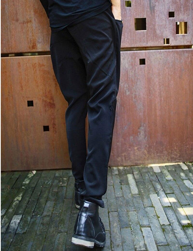 Estilo coreano de los hombres remache lápiz Pantalones negro Slim Fit  tachonado falda Harem Pantalones para hombres en Pantalones flacos de La  ropa de los ... baad09a0b33