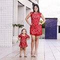 Мать Дочь Платья Красный кружева Соответствия Мать Дочь Одежда Строки Платье Мама И Дочь Платье Одежду для Всей Семьи 2017