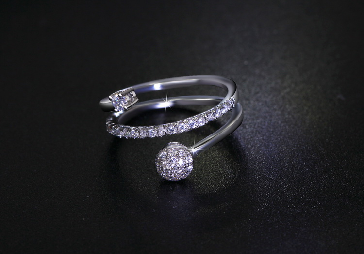 CZ Diamonds Twisted Rolling Rings for Princess