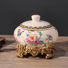 New European retro ashtray large fashion with lid, personality creative ceramics ornaments and