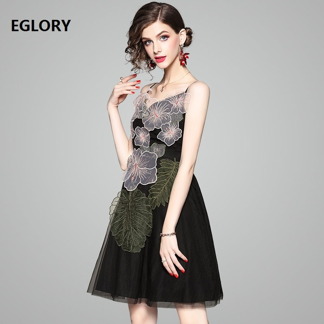 Celebrity Party Evening Lady Dresses Summer 2018 Woman Spaghetti Strap Exquisite Embroidery Sexy Backless Night Club Dress Mini