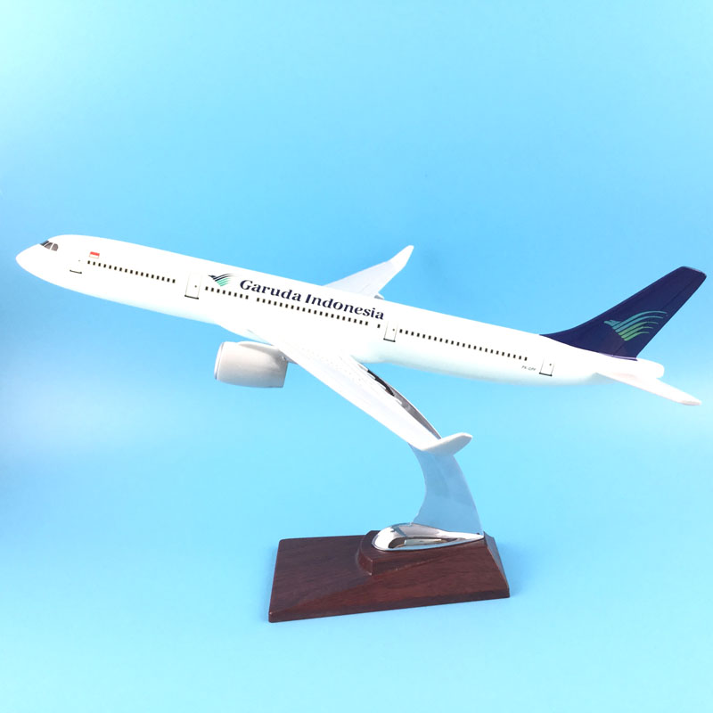 FREE SHIPPING 31CM GARUDA INDONESIA A330 METAL BASE RESIN MODEL PLANE AIRCRAFT MODEL TOY AIRPLANE BIRTHDAY GIFT