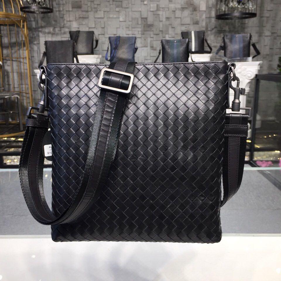 2019 New men bag Genuine leather Cowhide genuine zooler messenger satchel The single shoulder