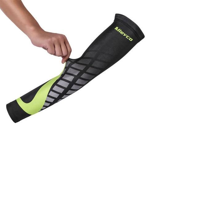 Homem feminino braço mangas sol protetor correndo ciclismo braço capa lycra polegar basquete cotovelo almofada de fitness esportes ao ar livre mais quente 2