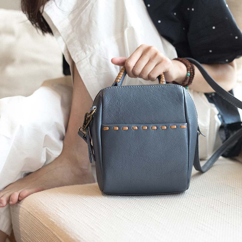 New leather handbags simple casual small fresh shoulder bag literary first layer leather Messenger bag handbags 2018 new shoulder diagonal casual bag ladies simple soft leather messenger bag