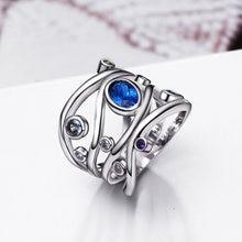Женское кольцо с разноцветными кристаллами овальное синего цвета
