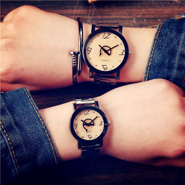 Korean version of the simple female high school students fashion men's steel belt quartz lovers watch business casual fashion watch features diamond dial strip of male and female students in outdoor sports with retro lovers watch