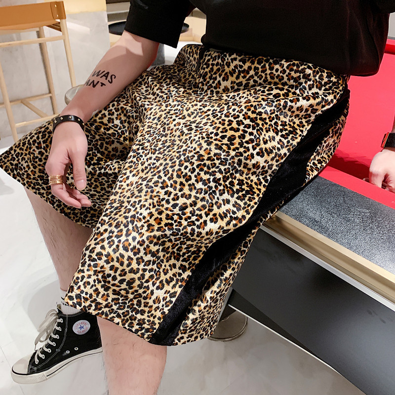 New Leopard Shorts Men Fashion Straight Casual Five Pants Man Streetwear Trend Wild Hip Hop Loose Velvet Shorts Large Size M-XL
