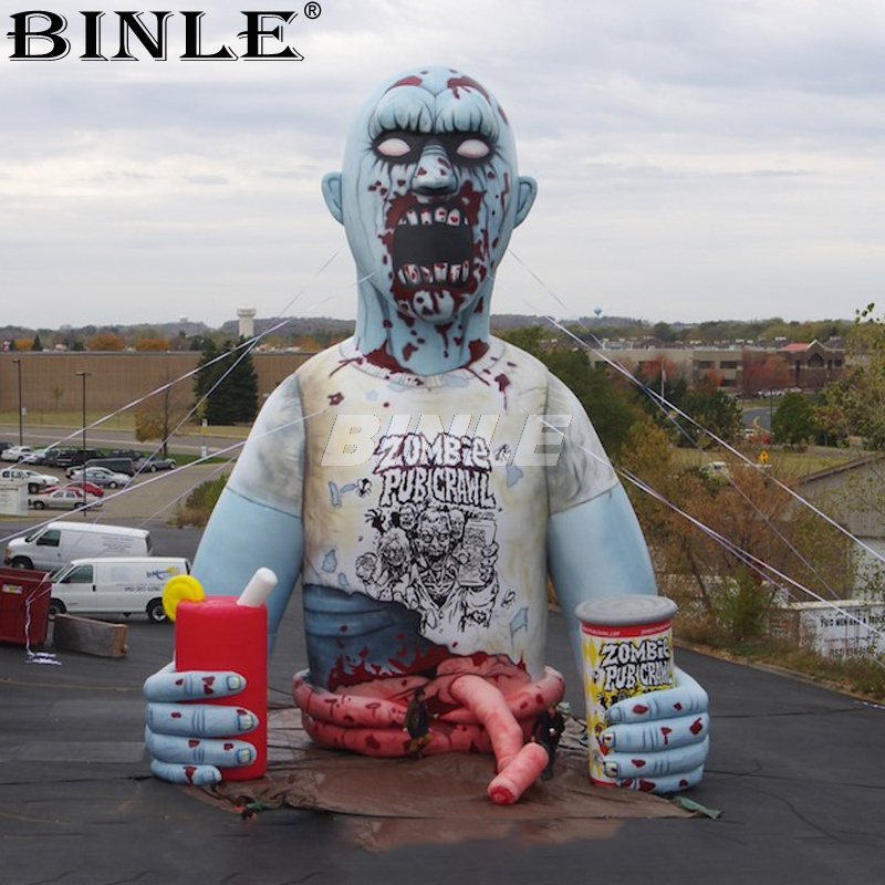 Zombie gonflable géant de halloween de personnages extérieurs sanglants adaptés aux besoins du client de 8mH pour la publicité
