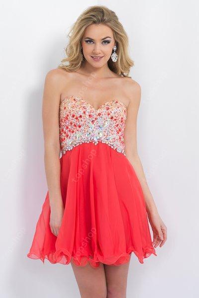 Vestido de coctel color coral