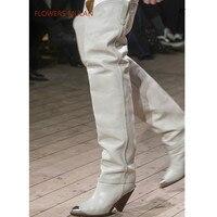 Модная дизайнерская женская обувь на высоком каблуке с острым носком и металлическим украшением, новинка 2018, осенне зимние сапоги, высокие