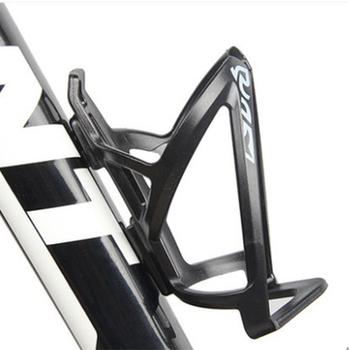 Nowy rower uchwyt na butelkę plastikowy rower uchwyt na butelkę wody klatki Rack Mountain Bike klatki rower mtb butelki posiadacze tanie i dobre opinie YOYIIGAA Bicycle Bottle Holder Mniej niż 75g Black Red White Bule 13 7x7 8cm