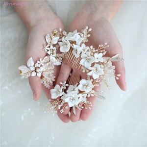 Image 5 - Jonnafe עדין פורצלן פרח חתונת שיער מסרק תכשיטי פנינים בעבודת יד כלה כיסוי ראש נשים לנשף שיער אבזרים
