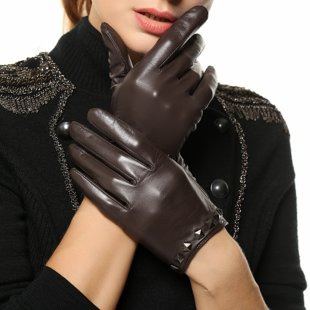 Ladies leather gloves designer - High Quality Women Leather Gloves Punk Rivet Fashion Genuine Lambskin Gloves Ladies Brand Designer Hot Trendy