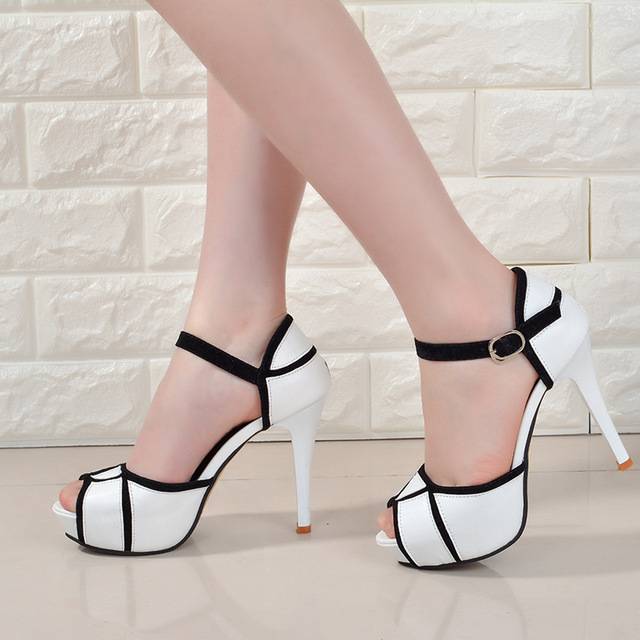 Summer hollow buckle women's shoes European and American fight color fish mouth fine with high heels young daily shoes