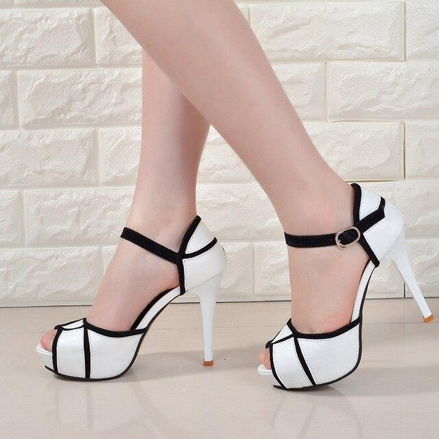 Summer hollow khóa giày của phụ nữ Châu Âu và Mỹ chiến đấu màu miệng cá tốt với giày cao gót trẻ hàng ngày giày