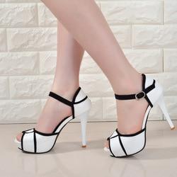 Verão oco fivela sapatos Europeus e Americanos das mulheres luta cor boca de peixe bem com saltos altos jovens sapatos diárias