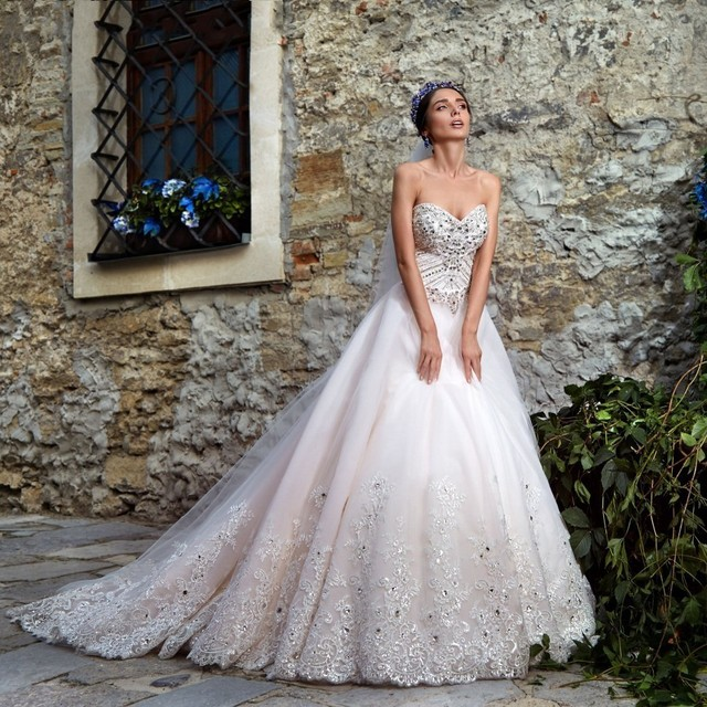 Vestido De Noiva China Bridal Gowns Sexy Lace Crystal Ball Gown Wedding  Dresses Turkey Luxury Tulle Glitter Wedding Dresses 2017 cc0ff33c4825