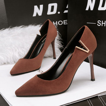 Fashion metal V buckle pointed shoes