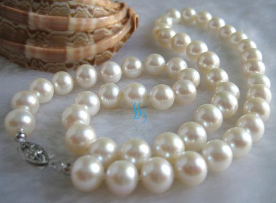 18 Inches Pearl Jewelry Set AAA 8-9mm White Round Freshwater Pearl Necklace Free One Pairs Earrings18 Inches Pearl Jewelry Set AAA 8-9mm White Round Freshwater Pearl Necklace Free One Pairs Earrings