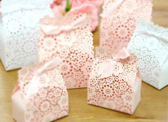 50pcs/set FLOWER Wedding Box Laser Cut Paper Candy Boxes Hollow Out Gift Bag Wedding Baby Shower Party Favor