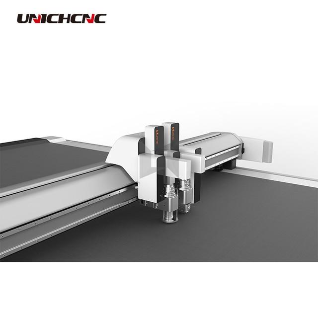 Coupeur de CNC intérieur de voiture en cuir artificiel avec couteau oscillant