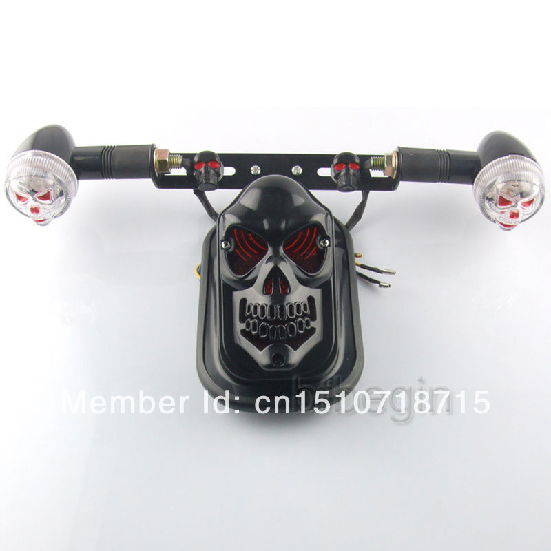 Universal Black Motorcycle Skull Turn Signal Rear Brake Tail Stop Light For Harley Bobber Honda Yamaha License Plate Bracket
